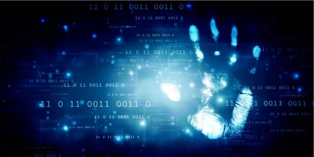 Imagem mostra um ambiente digital com uma mão simbolizando segurança, para ilustrar texto sobre falha encontrada por pesquisador no Kaspersky Password Manager