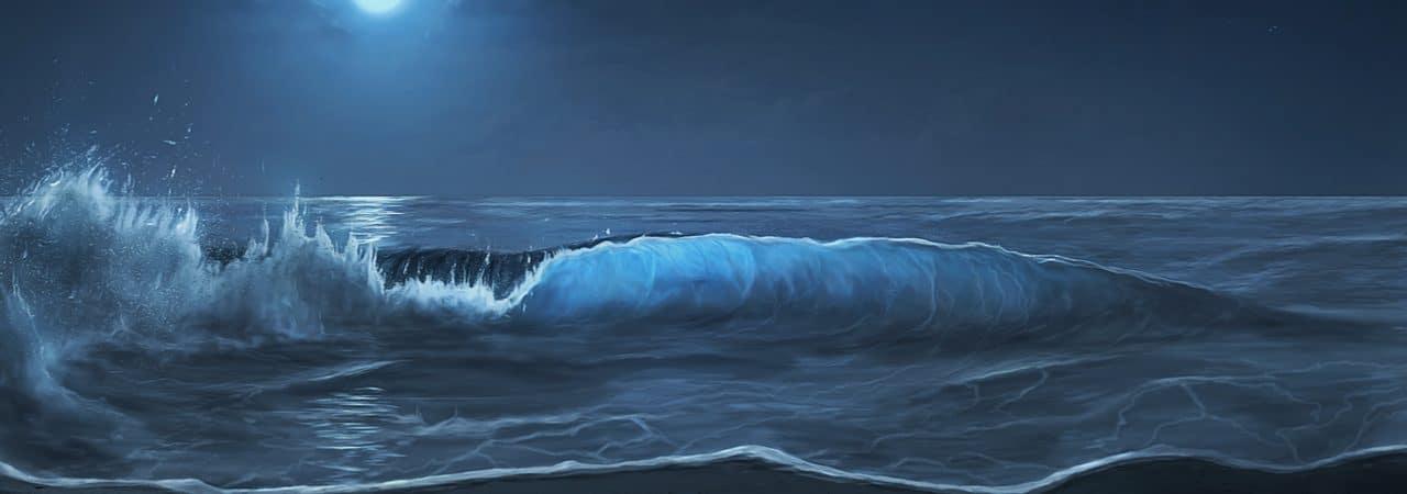 La imagen muestra el cielo nocturno, iluminado por la luna, con altas olas rompiendo en el agua del mar.