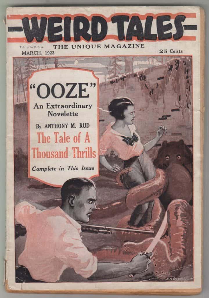 Capa de revista mostra homem enfrentando criatura com tentáculos que seguram uma mulher.