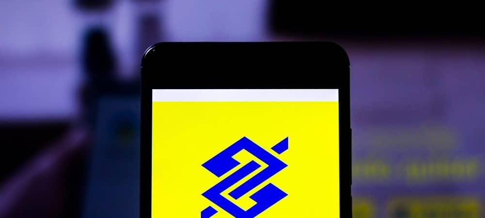 Celular com logo do Banco do brasil