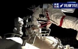 Los astronautas realizan una caminata espacial para completar el brazo robótico de la estación espacial china