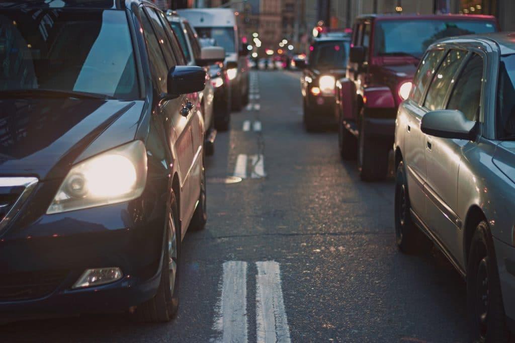 Fila de carros em um engarrafamento