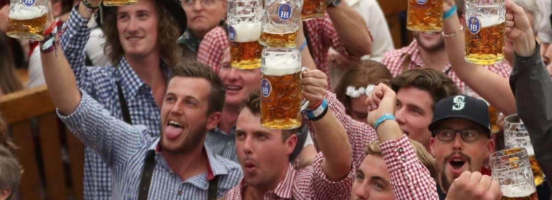 Alemães durante uma edição da Oktoberfest