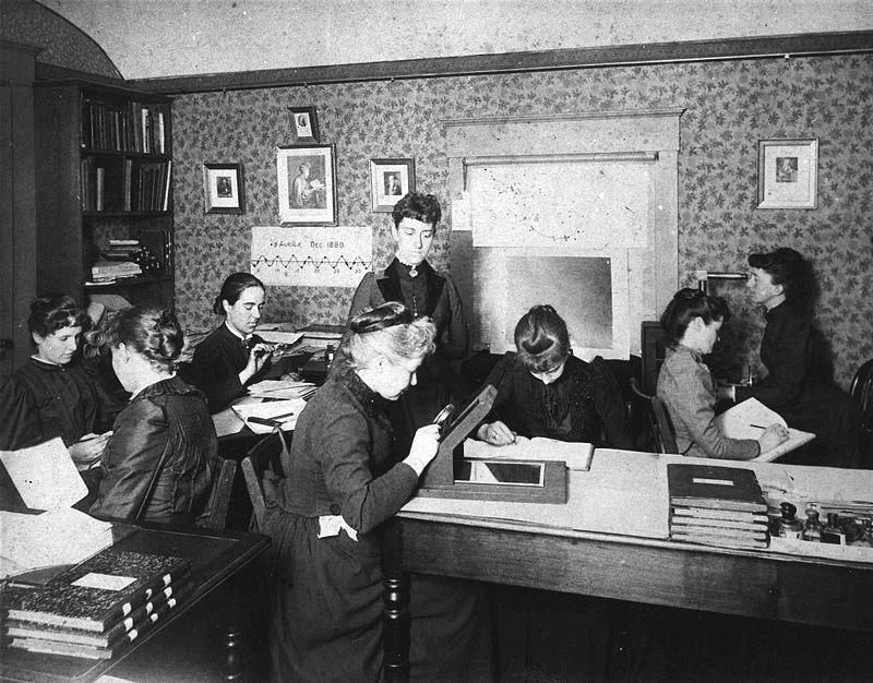 Computadoras de Harvard, 1890. No centro: Williamina Fleming