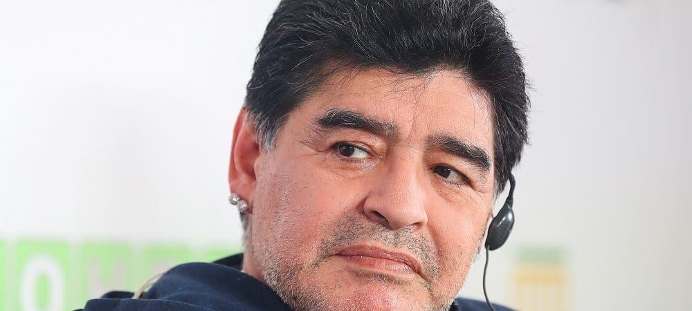 jogador Diego Maradona em coletiva de imprensa