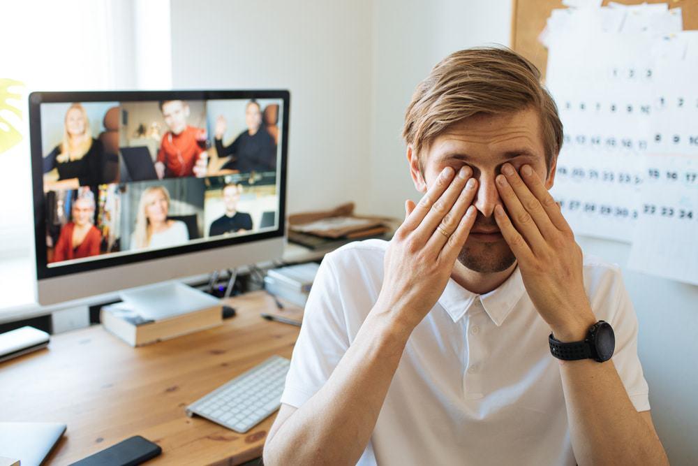 Manter a câmera ligada em videoconferência aumenta a desatenção, diz estudo