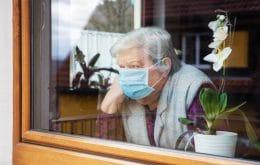 Pandemia de Covid-19 aumentou o risco de queda de idosos
