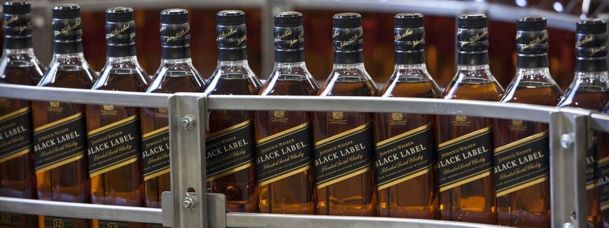 Produção de whisky Johnnie Walker na Escócia