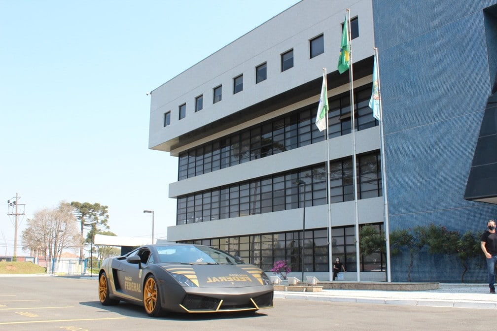 Lamborghini que foi transformada em viatura