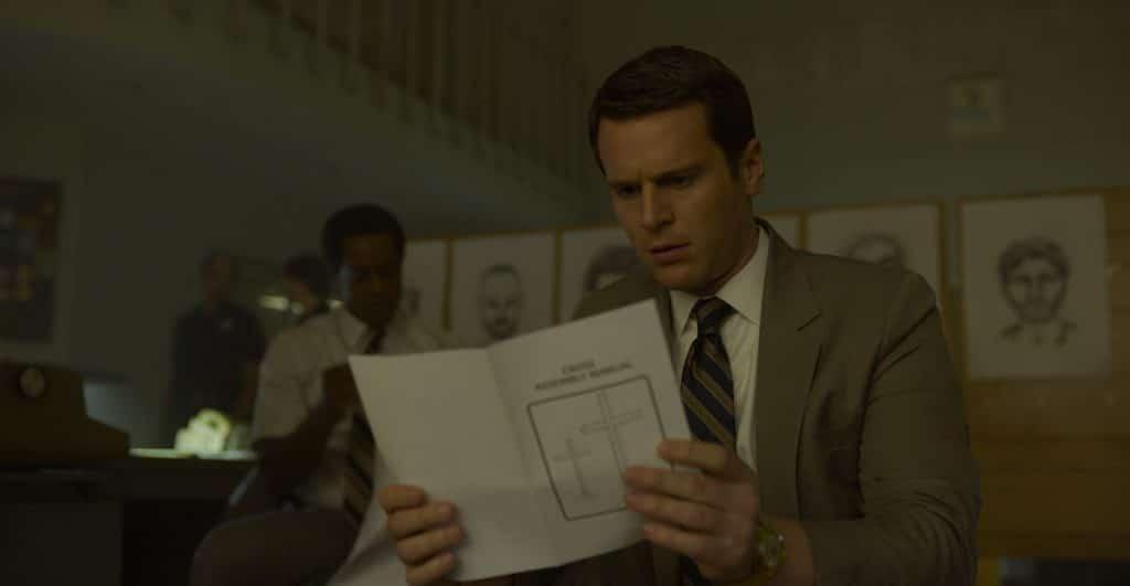 Jonathan Groff já era um agente em 'Mindhunter', mas do FBI. Imagem: Netflix/Divulgação