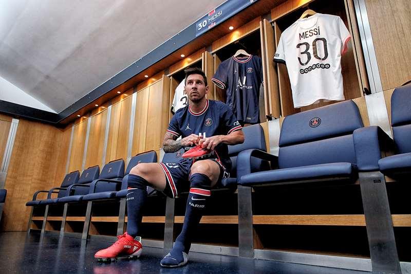 Messi no vestiário do PSG. Lionel Messi aceitou receber parte do seu salário em ativos digitais