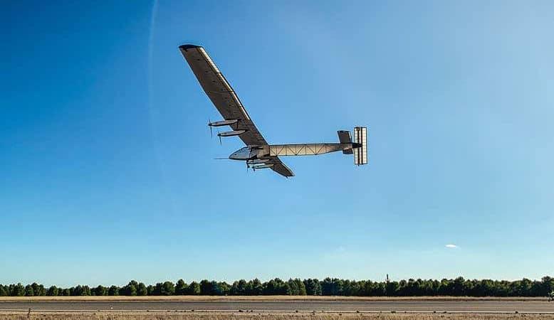Aeronave movida a energia solar