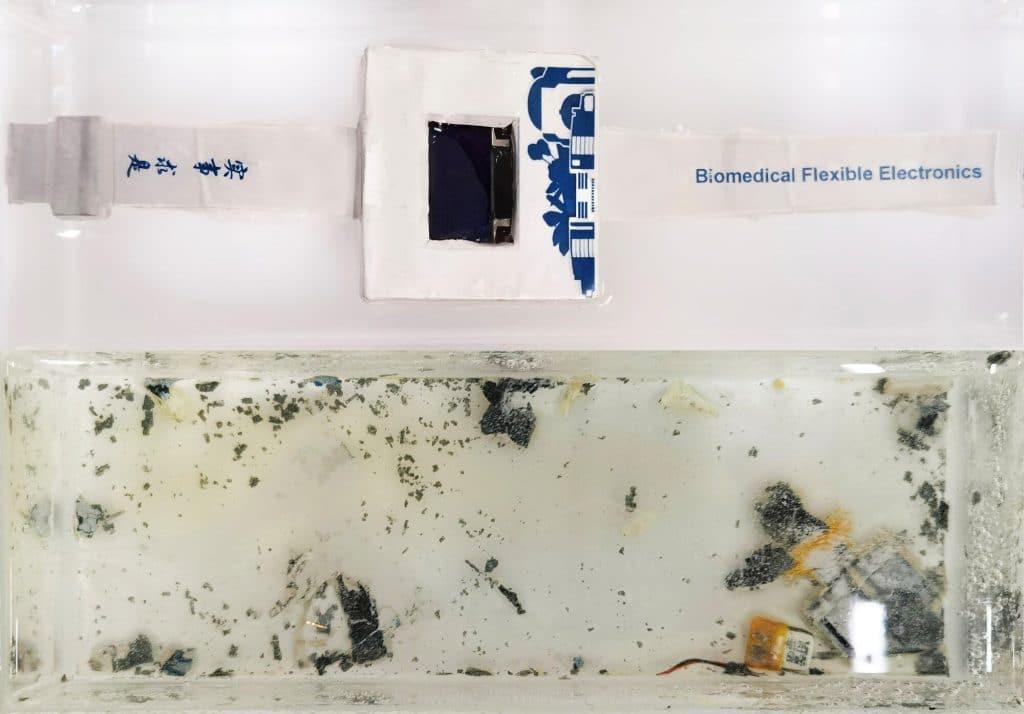 Smartwatch degradándose en el agua