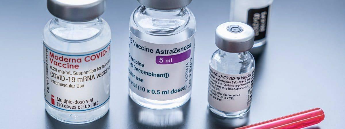 Doses de diferentes vacinas contra a Covid-19