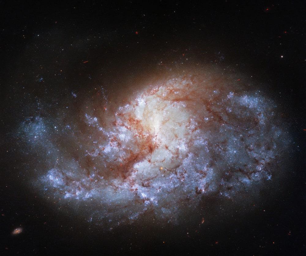 Imagem feita pele telescópio Hubble mostra a constelação Fornax, no centro da galáxia NGC 1385