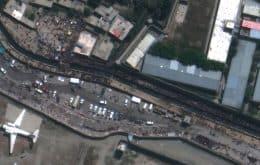 Estado Islâmico ataca Afeganistão: imagens de satélite mostram multidões no aeroporto antes de explosões