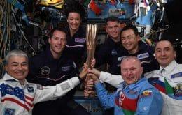 """Astronautas da ISS celebram os jogos paraolímpicos de Tóquio com """"tocha espacial"""""""