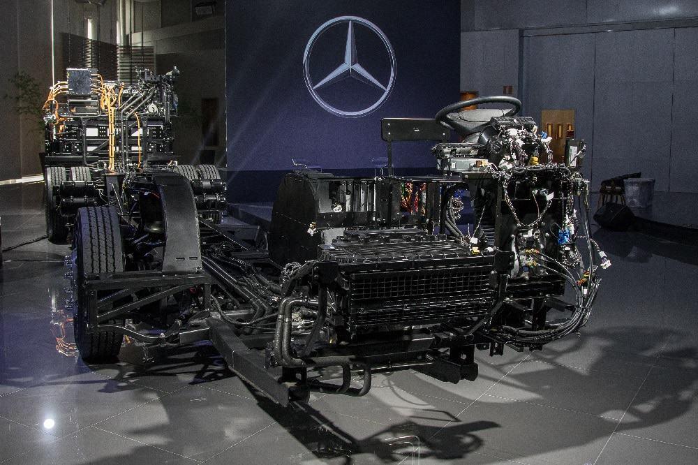 Visão frontal do eO500U, novo chassi de ônibus elétrico da Mercedes