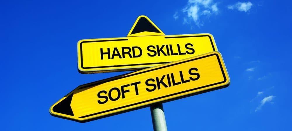 Hard Skills versus Soft Skills. Sinal de trânsito ilustra o dilema entre as duas habilidades. Conhecimento técnico ou interação social e emocional
