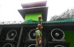"""Torre controladora de poluição atmosférica inaugurada na capital da Índia é vista como """"desperdício""""; entenda"""