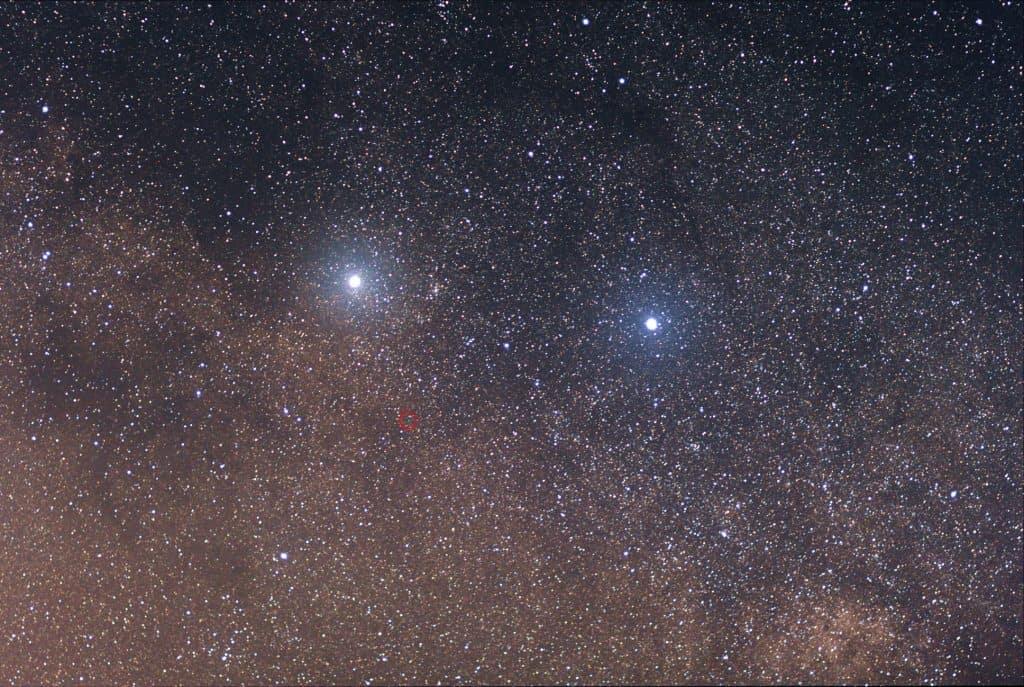 """Imagem mostra Alpha e Beta Centauri, duas estrelas relativamente próximas da Terra, e que já foram alvos de aproveitadores que diziam ser possível """"comprar estrelas"""