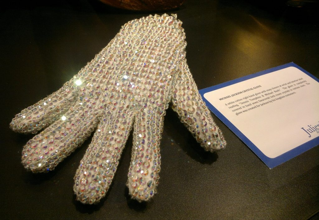 Luva usada por Michael Jackson