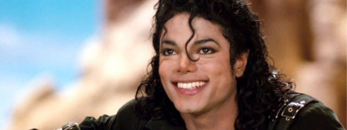 Michael Jackson sorrindo