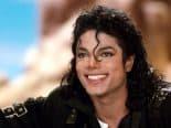 Luvas de Michael Jackson vão pagar por doses de vacina em país na África
