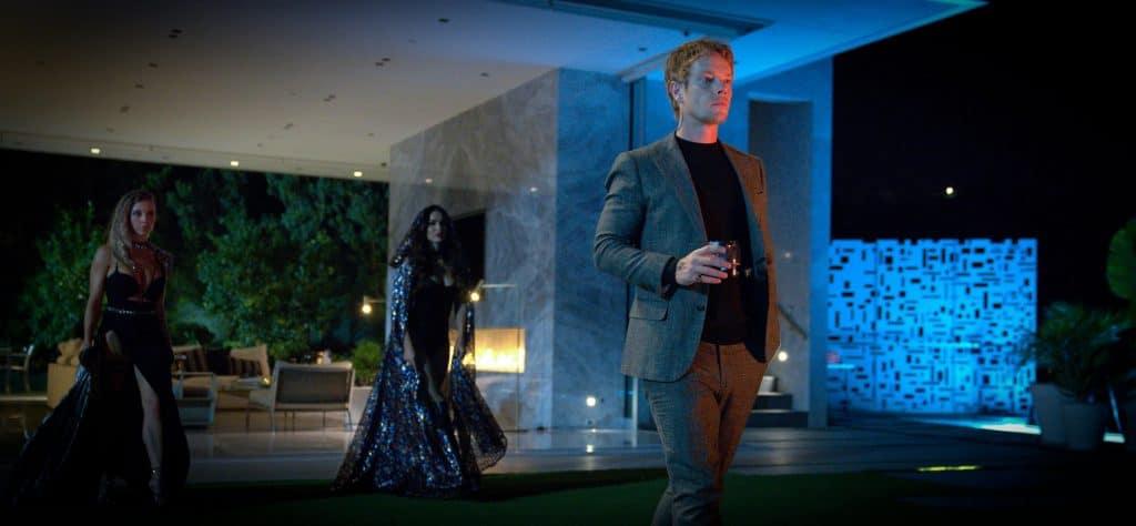 Sydney Sweeney como Eva, Megan Fox como Grace e Alfie Allen como Victor em 'As Passageiras' ('Night Teeth'). Imagem: Kat Marcinowski/Netflix