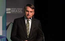 Bolsonaro signs MP that limits removal of content from social networks
