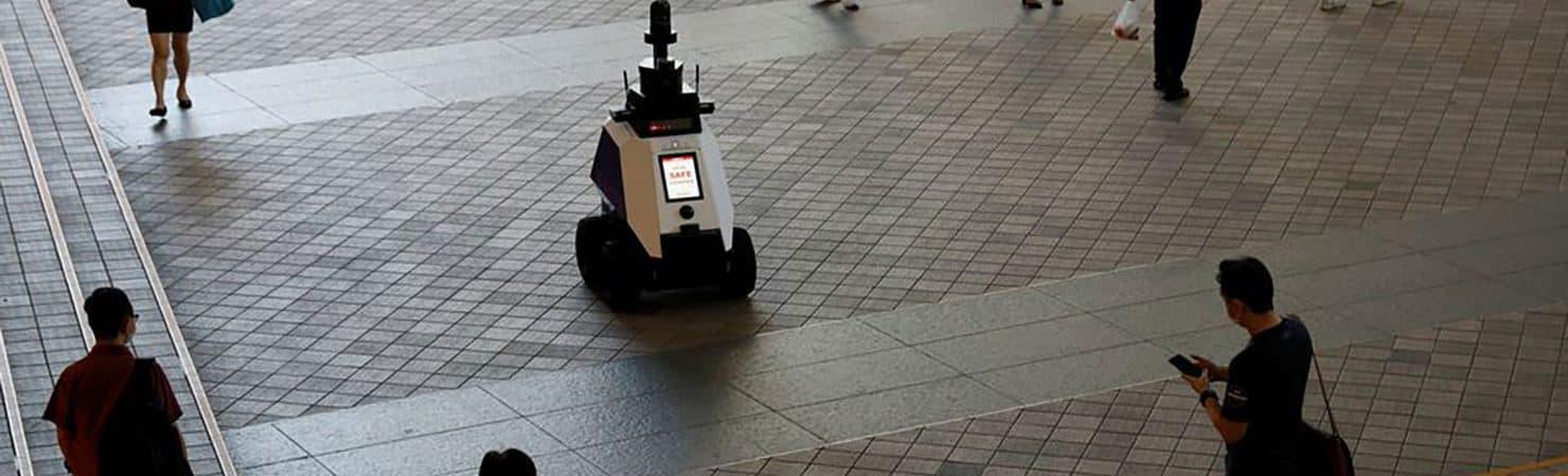 Singapura testa robôs policiais para monitorar população. Imagem: Reuters