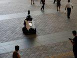 Singapura testa robôs policiais para monitorar a população