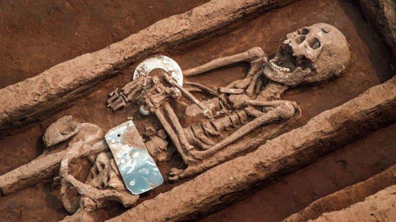 """Esqueleto """"gigante"""" encontrado na China"""