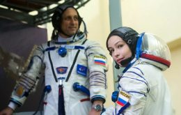 ISS vai reposicionar a nave russa Soyuz para receber cineastas russos