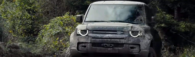 Land Rover defender no filme 007 - Sem Tempo para Morrer