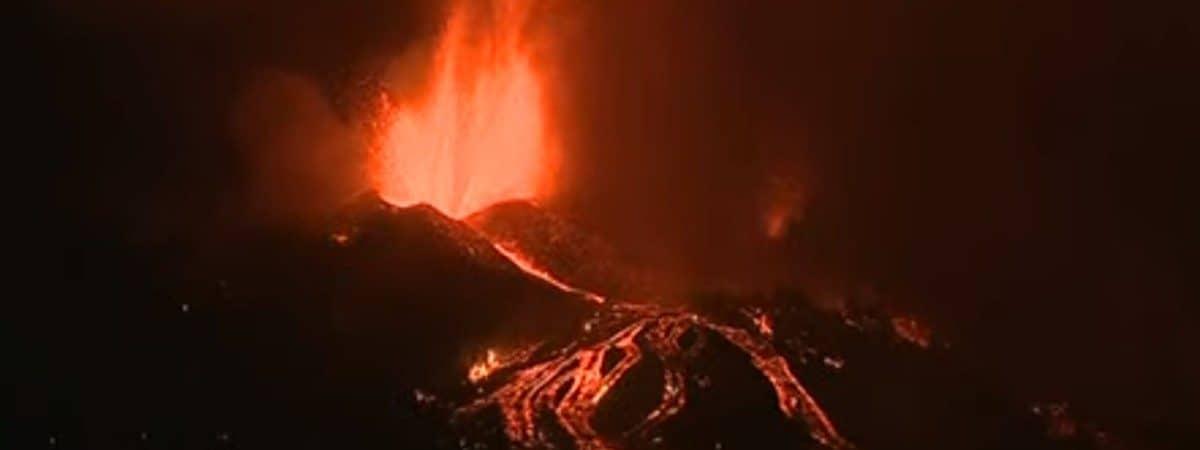 Foto mostra a erupção do vulcão Cumbre Vieja, nas Ilhas Canárias