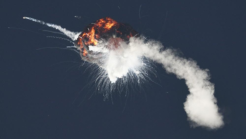 Momento da explosão do foguete Alpha, da Firefly Aerospace. Perda se deu por desligamento prematuro de um de seus quatro motores de propulsão