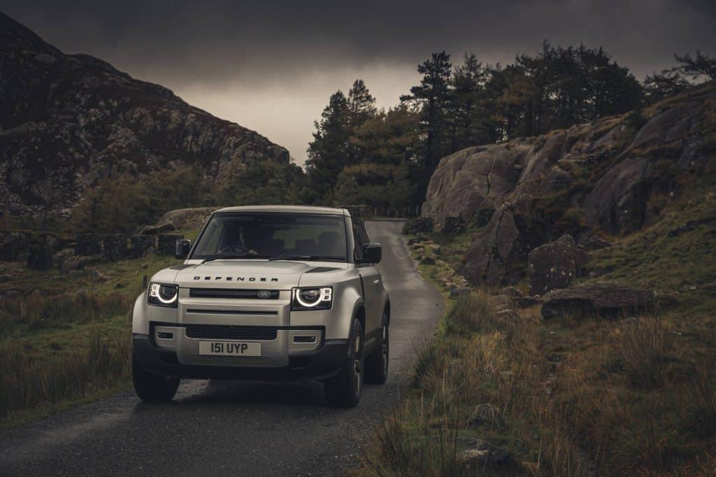 carro da Land Rover na pista