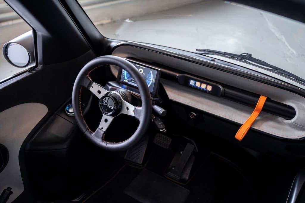 parte interna do veículo da Mico Mobility