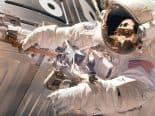 Em nova caminhada, astronautas instalam novo painel solar na ISS