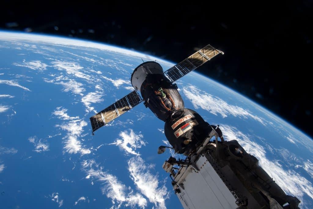 Acoplada en la ISS, la nave espacial Soyuz MS-18 se reposicionará en otro módulo de la estación.