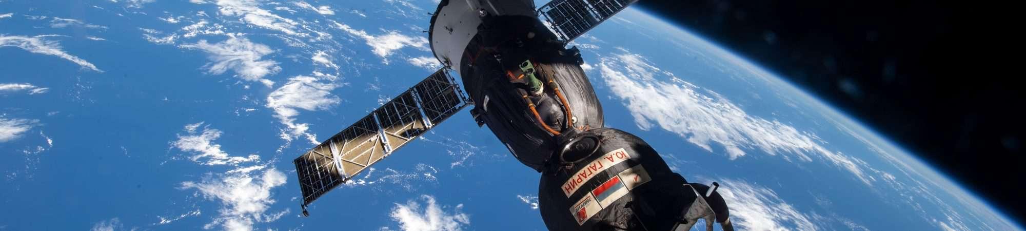 Atracada na ISS, a nave espacial Soyuz MS-18 será reposicionada para outro módulo na estação
