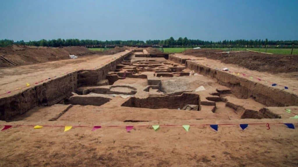 """Jazigos onde foram encontrados esqueletos """"gigantes"""" na China"""