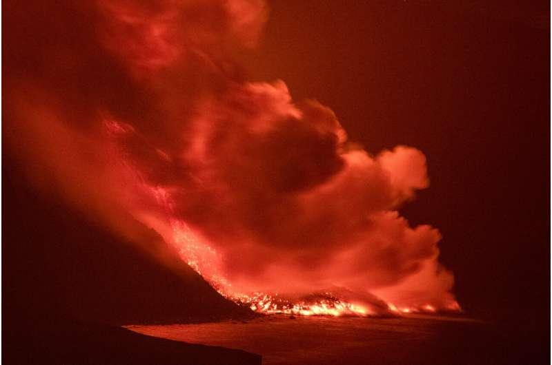 Lava do vulcão Cumbre Vieja chega ao Oceano Atlântico; e agora?