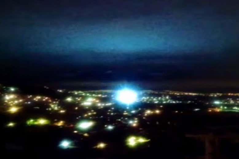 Foto mostra luzes exibidas durante terremoto no México, em 7 de setembro de 2021