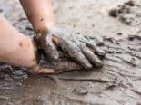 Descobertos fósseis de mãos e pés de crianças em arte parietal pré-histórica mais antiga do mundo
