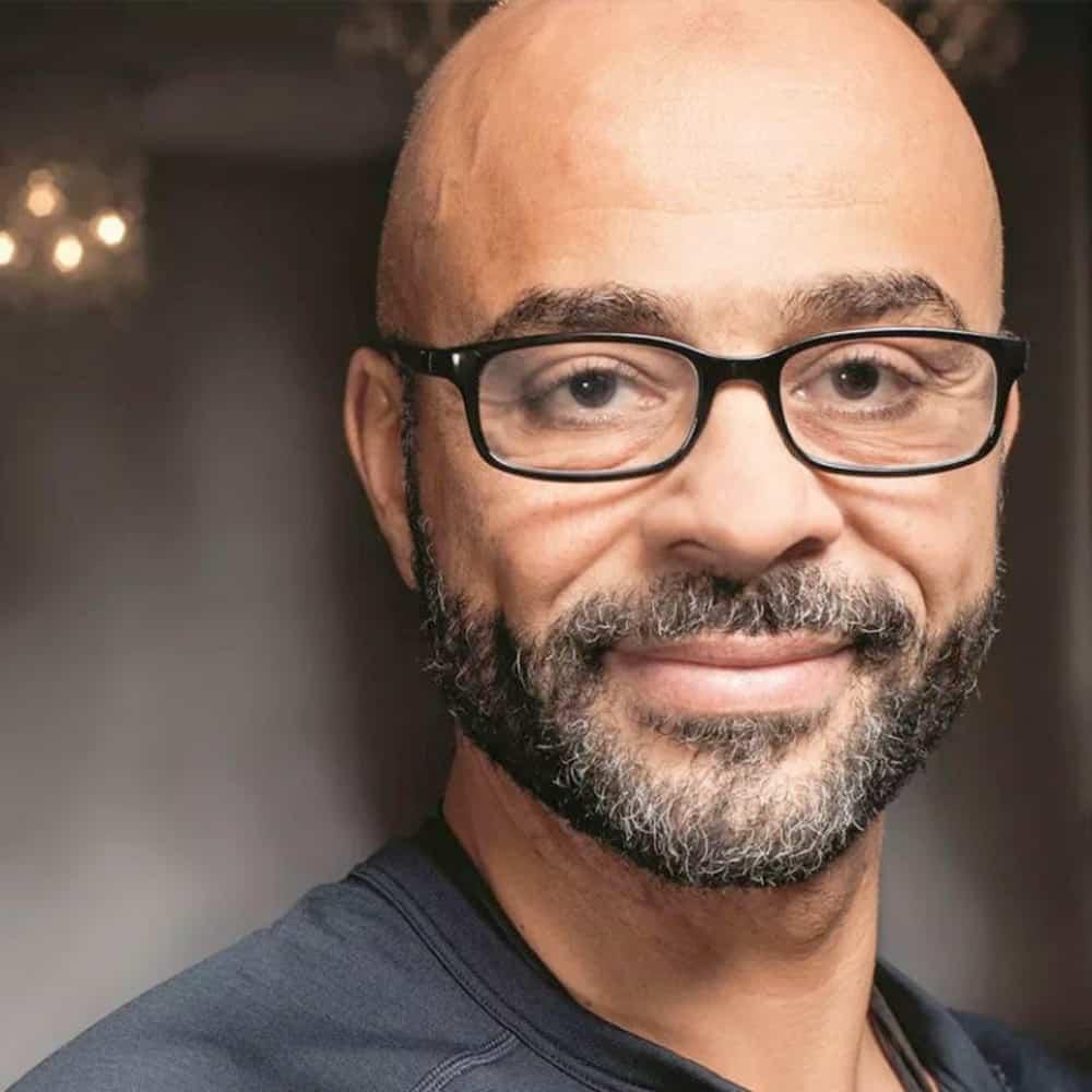 Mo Gawdat, ex-Google, que acredita que a inteligência artificial pode acabar se voltando contra a humanidade
