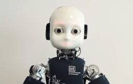 Como ser encarado por um robô pode afetar suas decisões? Cientistas descobriram