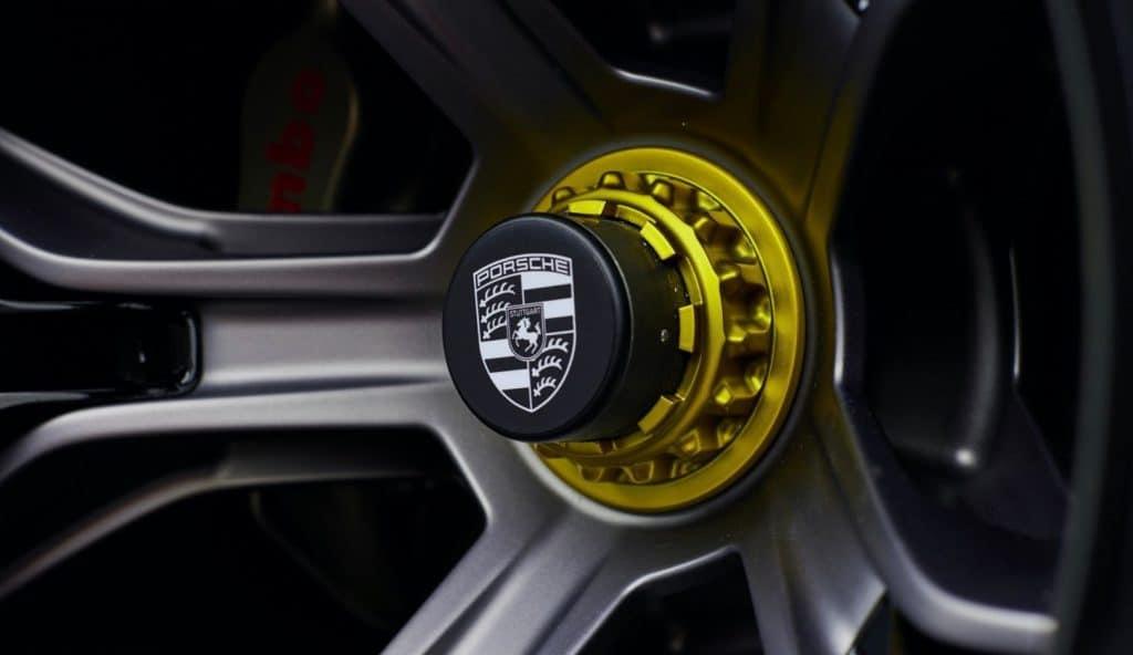 detalhe da roda do conceito elétrico da Porsche