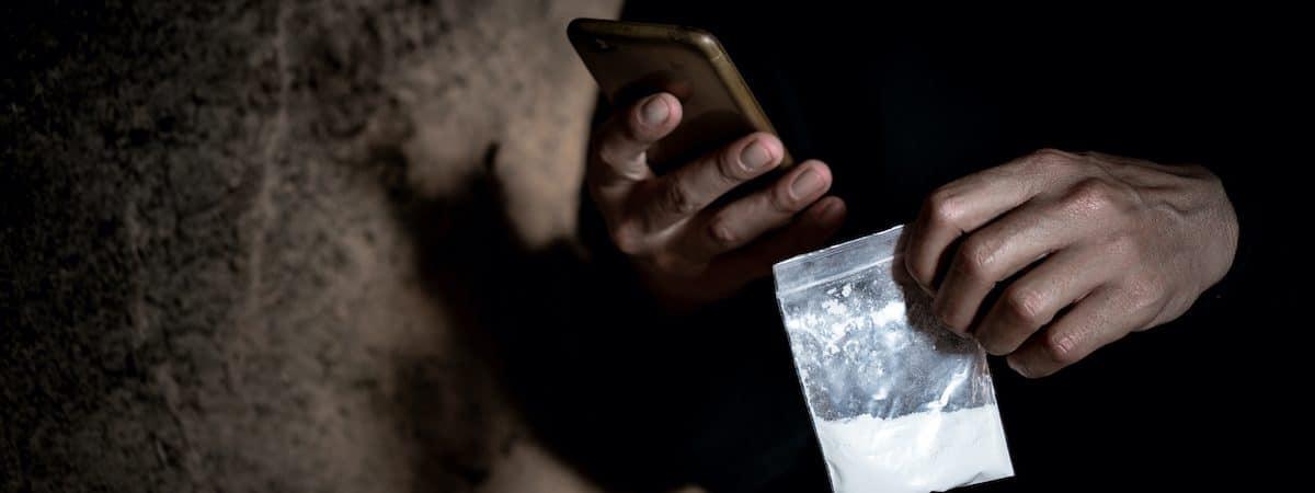 Facebook foi usado para tráfico de drogas e de pessoas, diz jornal